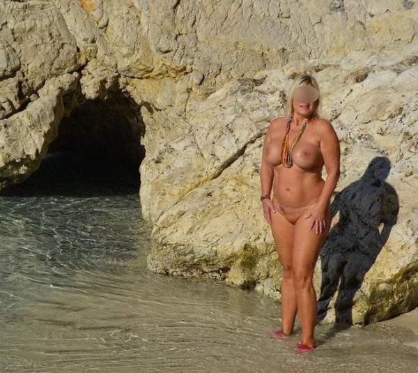 Donna esibizionista incontra per sesso ad Aosta foto due