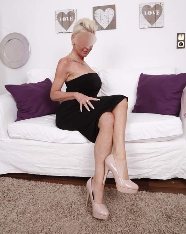 Donna cerca uomo, cougar di Bologna cerca sesso foto sei
