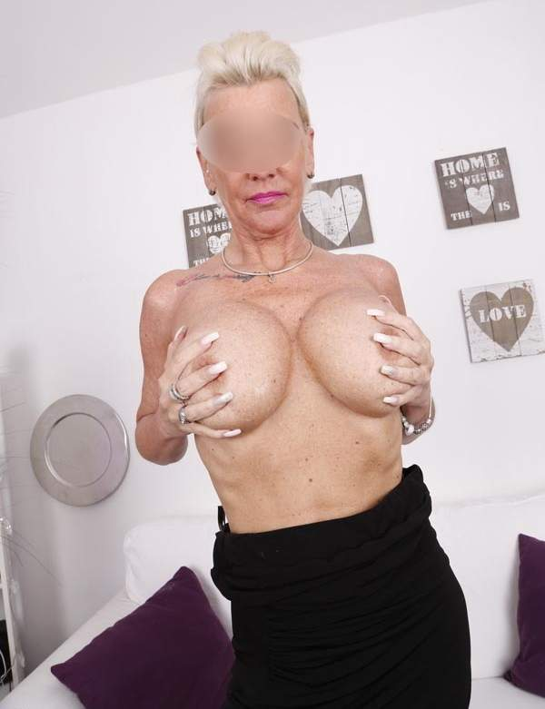 Donna cerca uomo, cougar di Bologna cerca sesso foto tre