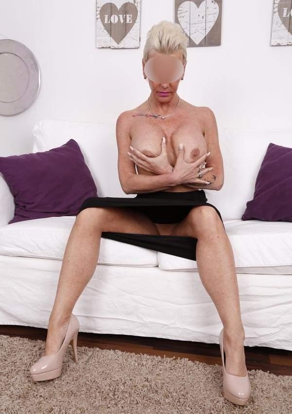 Donna cerca uomo, cougar di Bologna cerca sesso foto due