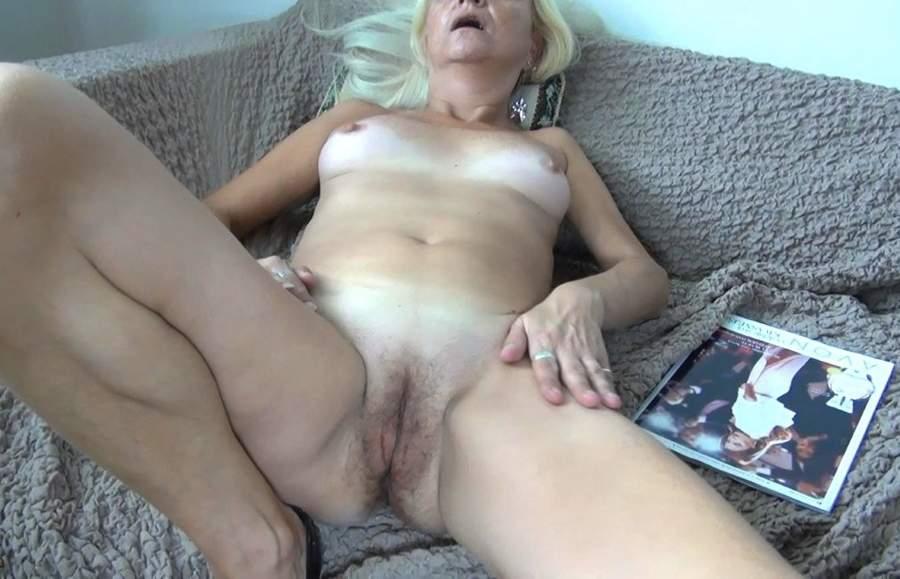 Matura sexy di Bologna fa incontri di sesso orale
